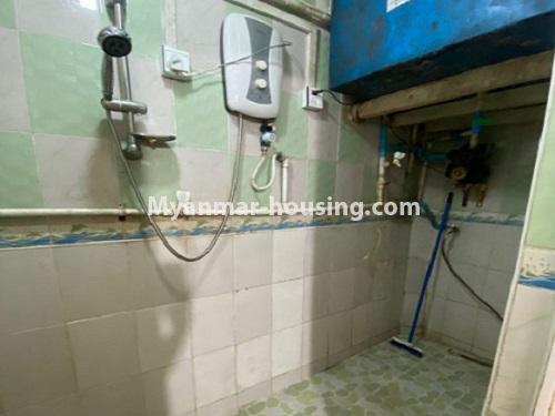 မြန်မာအိမ်ခြံမြေ - ငှားရန် property - No.4794 - ကျောက်မြောင်းထဲတွင် အလွှာနိမ့် အခန်းကောင်းတစ်ခန်း ငှားရန်ရှိသည်။bathroom view