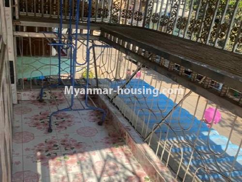 မြန်မာအိမ်ခြံမြေ - ငှားရန် property - No.4794 - ကျောက်မြောင်းထဲတွင် အလွှာနိမ့် အခန်းကောင်းတစ်ခန်း ငှားရန်ရှိသည်။balcony view