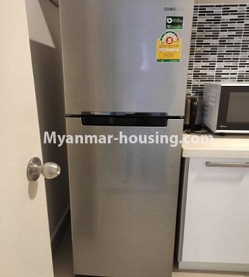 မြန်မာအိမ်ခြံမြေ - ငှားရန် property - No.4796 - Star City Condo တွင် အိပ်ခန်း တစ်ခန်း ပါသည့် အခန်းကောင်း ငှားရန်ရှိသည်။fridge in the kitchen
