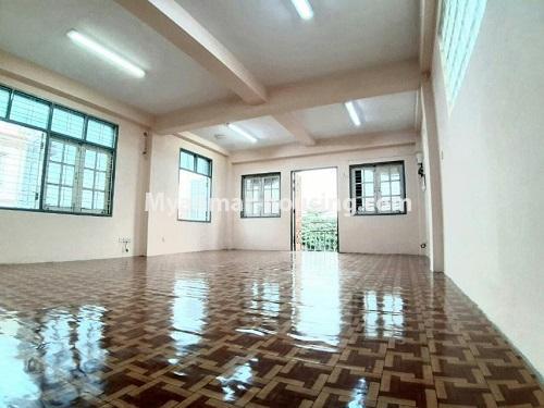 မြန်မာအိမ်ခြံမြေ - ငှားရန် property - No.4803 - တောင်ဥက္ကလာတွင် သုံးထပ်တိုက်ငှားရန် ရှိသည်။second floor hall view