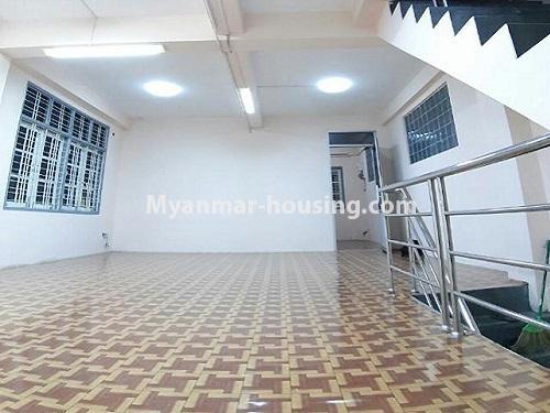 မြန်မာအိမ်ခြံမြေ - ငှားရန် property - No.4803 - တောင်ဥက္ကလာတွင် သုံးထပ်တိုက်ငှားရန် ရှိသည်။first floor hall view