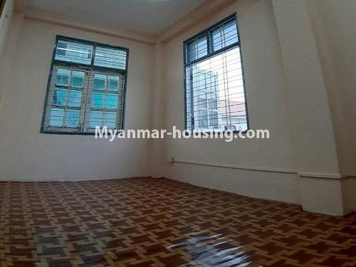 မြန်မာအိမ်ခြံမြေ - ငှားရန် property - No.4803 - တောင်ဥက္ကလာတွင် သုံးထပ်တိုက်ငှားရန် ရှိသည်။bathroom 2 view