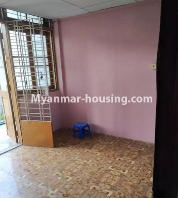 မြန်မာအိမ်ခြံမြေ - ငှားရန် property - No.4807 - သုံးလွှာနှင့် လေးလွှာ ဟောတိုက်ခန်း မြို့ထဲတွင် ငှားရန်ရှိသည်။third floor livnig room view