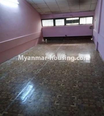 မြန်မာအိမ်ခြံမြေ - ငှားရန် property - No.4807 - သုံးလွှာနှင့် လေးလွှာ ဟောတိုက်ခန်း မြို့ထဲတွင် ငှားရန်ရှိသည်။hall view