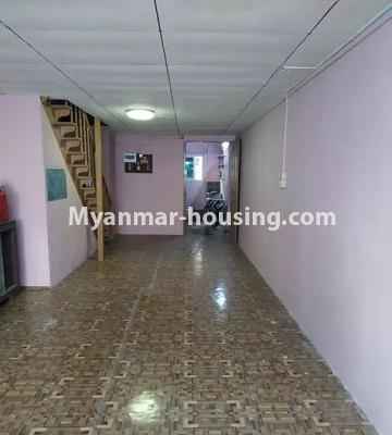 မြန်မာအိမ်ခြံမြေ - ငှားရန် property - No.4807 - သုံးလွှာနှင့် လေးလွှာ ဟောတိုက်ခန်း မြို့ထဲတွင် ငှားရန်ရှိသည်။stairs and hall view