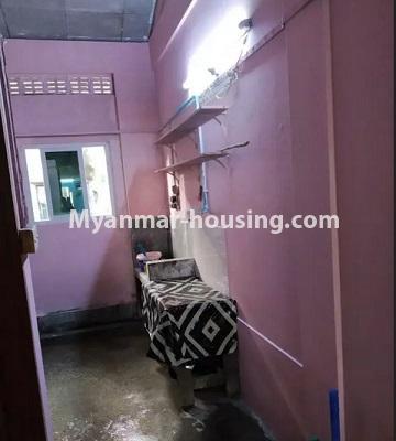 မြန်မာအိမ်ခြံမြေ - ငှားရန် property - No.4807 - သုံးလွှာနှင့် လေးလွှာ ဟောတိုက်ခန်း မြို့ထဲတွင် ငှားရန်ရှိသည်။kitchen view