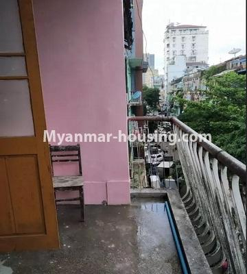 မြန်မာအိမ်ခြံမြေ - ငှားရန် property - No.4807 - သုံးလွှာနှင့် လေးလွှာ ဟောတိုက်ခန်း မြို့ထဲတွင် ငှားရန်ရှိသည်။balcony view