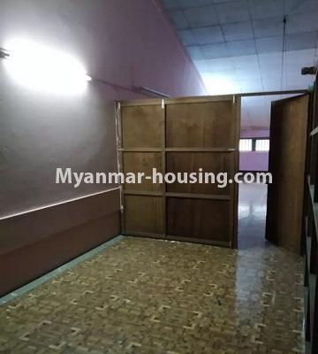 မြန်မာအိမ်ခြံမြေ - ငှားရန် property - No.4807 - သုံးလွှာနှင့် လေးလွှာ ဟောတိုက်ခန်း မြို့ထဲတွင် ငှားရန်ရှိသည်။bedroom view