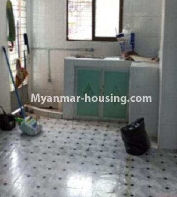 မြန်မာအိမ်ခြံမြေ - ငှားရန် property - No.4808 - Downtown တွင် အခန်း တစ်ခန်း ငှားရန်ရှိသည်။kitchen view