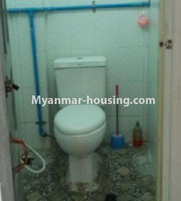 မြန်မာအိမ်ခြံမြေ - ငှားရန် property - No.4808 - Downtown တွင် အခန်း တစ်ခန်း ငှားရန်ရှိသည်။toilet view