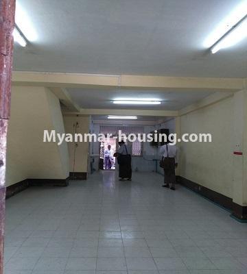 မြန်မာအိမ်ခြံမြေ - ငှားရန် property - No.4809 - ပုစွန်တောင် ညောင်တန်းအိမ်ရာထဲတွင်  Shop House ငှားရန် ရှိသည်။first floor hall view