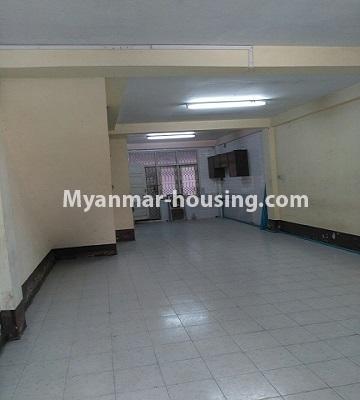 မြန်မာအိမ်ခြံမြေ - ငှားရန် property - No.4809 - ပုစွန်တောင် ညောင်တန်းအိမ်ရာထဲတွင်  Shop House ငှားရန် ရှိသည်။second floor hall view