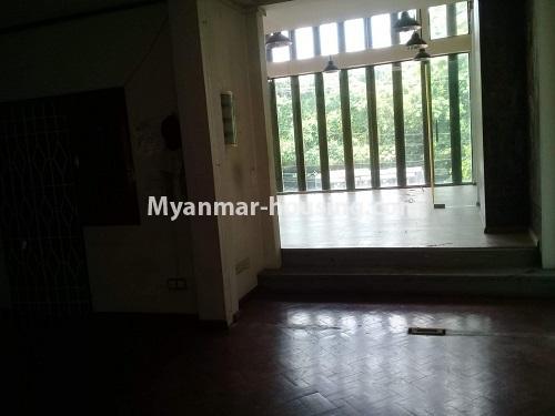 မြန်မာအိမ်ခြံမြေ - ငှားရန် property - No.4836 - တောင်ဥက္ကလာ သစ္စာလမ်းမပေါ် ၂ထပ်ဆိုင်ခန်း ငှားရန်ရှိသည်။upstairs room and balcony