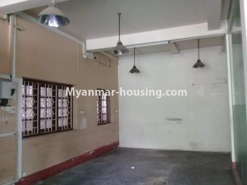 မြန်မာအိမ်ခြံမြေ - ငှားရန် property - No.4836 - တောင်ဥက္ကလာ သစ္စာလမ်းမပေါ် ၂ထပ်ဆိုင်ခန်း ငှားရန်ရှိသည်။downstairs view
