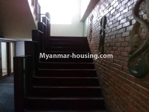 မြန်မာအိမ်ခြံမြေ - ငှားရန် property - No.4836 - တောင်ဥက္ကလာ သစ္စာလမ်းမပေါ် ၂ထပ်ဆိုင်ခန်း ငှားရန်ရှိသည်။stairs view