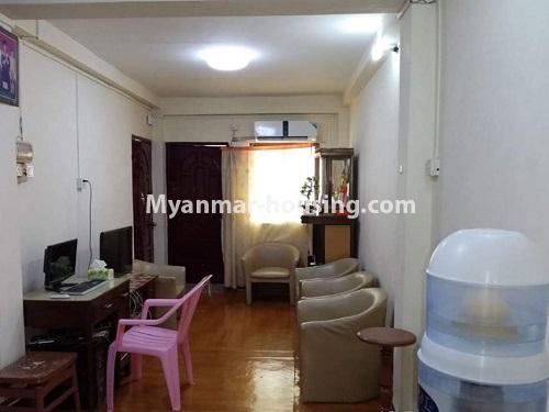 မြန်မာအိမ်ခြံမြေ - ငှားရန် property - No.4849 - ရန်ကုန် မြို့ထဲတွင် တိုက်ခန်းငှားရန် ရှိသည်။living room view