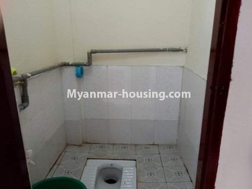 မြန်မာအိမ်ခြံမြေ - ငှားရန် property - No.4849 - ရန်ကုန် မြို့ထဲတွင် တိုက်ခန်းငှားရန် ရှိသည်။toilet view