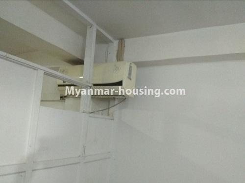 မြန်မာအိမ်ခြံမြေ - ငှားရန် property - No.4850 - မရမ်းကုန်း မုဒိုတာအိမ်ရာတွင် အိပ်ခန်းနှစ်ခန်းပါသော အခန်းငှားရန်ရှိသည်။bedroom aircon view