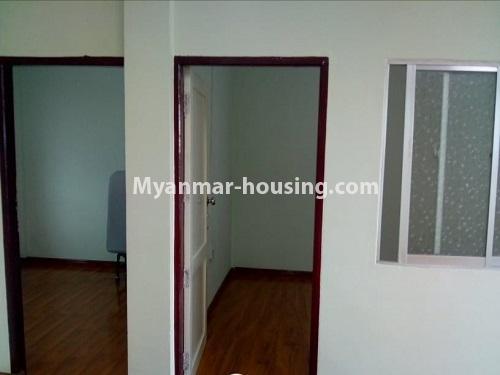 မြန်မာအိမ်ခြံမြေ - ငှားရန် property - No.4860 - သင်္ဃန်းကျွန်း လေးထောင့်ကန် လမ်းမကြီးအနီးတွင် အိပ်ခန်းသုံးခန်းပါသော လေးလွှာတိုက်ခန်း ငှားရန် ရှိသည်။bedroom view