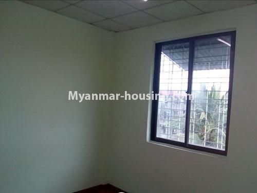 မြန်မာအိမ်ခြံမြေ - ငှားရန် property - No.4860 - သင်္ဃန်းကျွန်း လေးထောင့်ကန် လမ်းမကြီးအနီးတွင် အိပ်ခန်းသုံးခန်းပါသော လေးလွှာတိုက်ခန်း ငှားရန် ရှိသည်။another bedroom view