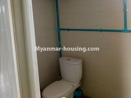 မြန်မာအိမ်ခြံမြေ - ငှားရန် property - No.4860 - သင်္ဃန်းကျွန်း လေးထောင့်ကန် လမ်းမကြီးအနီးတွင် အိပ်ခန်းသုံးခန်းပါသော လေးလွှာတိုက်ခန်း ငှားရန် ရှိသည်။toilet view