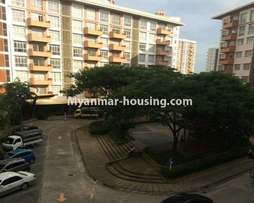 မြန်မာအိမ်ခြံမြေ - ငှားရန် property - No.4867 - Star City Condo တွင် အိပ်ခန်း သုံးခန်း ပါသည့် အခန်းကောင်း ငှားရန်ရှိသည်။view from balcony