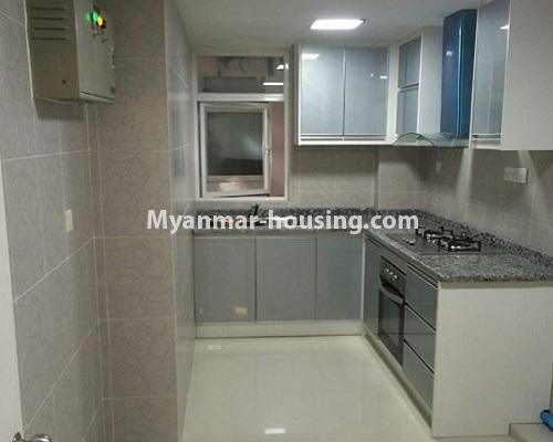 မြန်မာအိမ်ခြံမြေ - ငှားရန် property - No.4867 - Star City Condo တွင် အိပ်ခန်း သုံးခန်း ပါသည့် အခန်းကောင်း ငှားရန်ရှိသည်။kitchen view