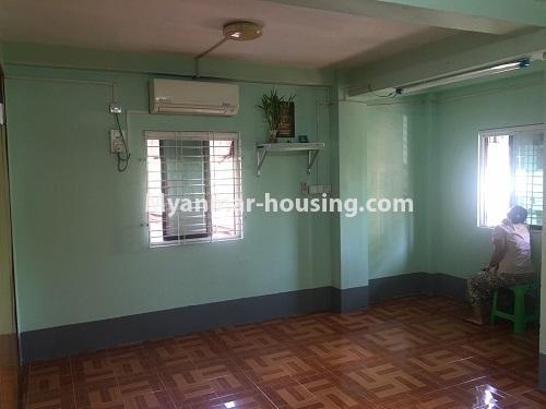မြန်မာအိမ်ခြံမြေ - ငှားရန် property - No.4868 - ရန်ကင်း စင်တာအနီးတွင် ဒုတိယထပ် အိပ်ခန်းတစ်ခန်းပါသောအခန်း ငှားရန်ရှိသည်။living room view