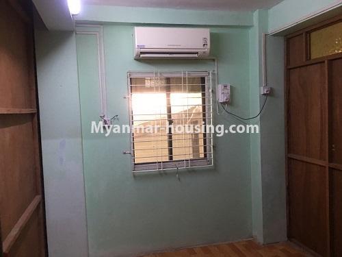 မြန်မာအိမ်ခြံမြေ - ငှားရန် property - No.4868 - ရန်ကင်း စင်တာအနီးတွင် ဒုတိယထပ် အိပ်ခန်းတစ်ခန်းပါသောအခန်း ငှားရန်ရှိသည်။bedroom inner view