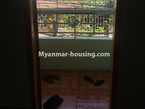 မြန်မာအိမ်ခြံမြေ - ငှားရန် property - No.4868 - ရန်ကင်း စင်တာအနီးတွင် ဒုတိယထပ် အိပ်ခန်းတစ်ခန်းပါသောအခန်း ငှားရန်ရှိသည်။balcony view