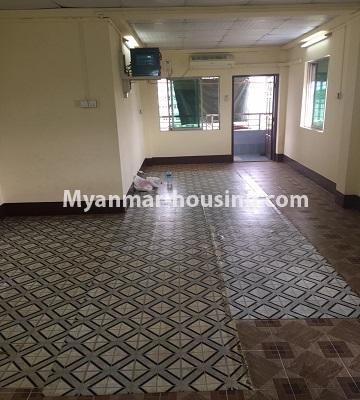 မြန်မာအိမ်ခြံမြေ - ငှားရန် property - No.4873 - ရန်ကင်းတွင် အပေါ်ဆုံးလွှာဟောခန်း ငှားရန်ရှိ်သည်။hall view