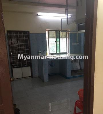 မြန်မာအိမ်ခြံမြေ - ငှားရန် property - No.4873 - ရန်ကင်းတွင် အပေါ်ဆုံးလွှာဟောခန်း ငှားရန်ရှိ်သည်။kitchen view