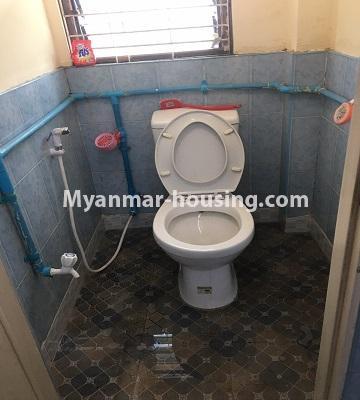 မြန်မာအိမ်ခြံမြေ - ငှားရန် property - No.4873 - ရန်ကင်းတွင် အပေါ်ဆုံးလွှာဟောခန်း ငှားရန်ရှိ်သည်။toilet view
