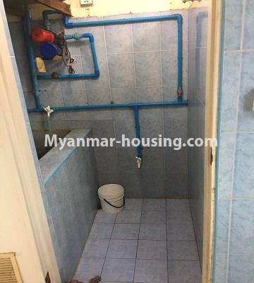 မြန်မာအိမ်ခြံမြေ - ငှားရန် property - No.4873 - ရန်ကင်းတွင် အပေါ်ဆုံးလွှာဟောခန်း ငှားရန်ရှိ်သည်။bathroom view