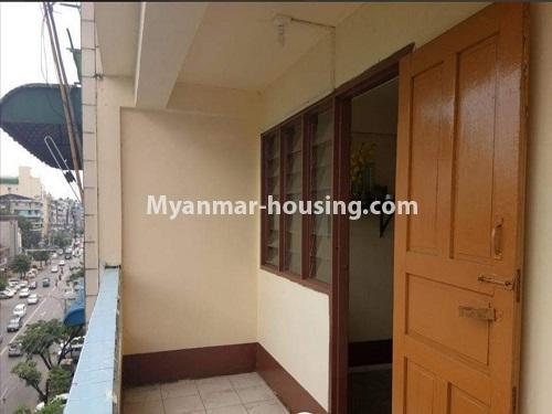 မြန်မာအိမ်ခြံမြေ - ငှားရန် property - No.4874 - သိမ်ဖြူလမ်းမပေါ်တွင် ခုနှစ်လွှာတိုက်ခန်း ငှားရန်ရှိ်သည်။balcony view
