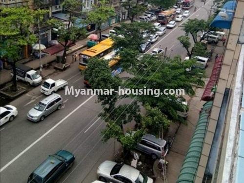 မြန်မာအိမ်ခြံမြေ - ငှားရန် property - No.4874 - သိမ်ဖြူလမ်းမပေါ်တွင် ခုနှစ်လွှာတိုက်ခန်း ငှားရန်ရှိ်သည်။road view from balcony