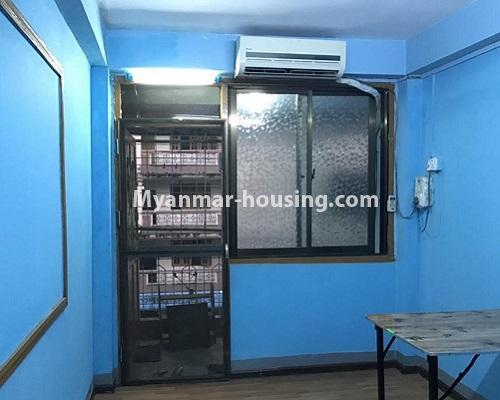 မြန်မာအိမ်ခြံမြေ - ငှားရန် property - No.4879 - 93 လမ်းထဲတွင် အခန်းသန့် တစ်ခန်း ငှားရန်ရှိသည်။living room view