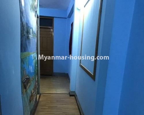 မြန်မာအိမ်ခြံမြေ - ငှားရန် property - No.4879 - 93 လမ်းထဲတွင် အခန်းသန့် တစ်ခန်း ငှားရန်ရှိသည်။hallway view