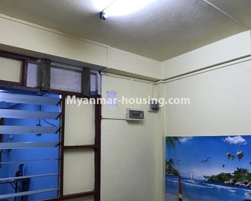 မြန်မာအိမ်ခြံမြေ - ငှားရန် property - No.4879 - 93 လမ်းထဲတွင် အခန်းသန့် တစ်ခန်း ငှားရန်ရှိသည်။bedroom view