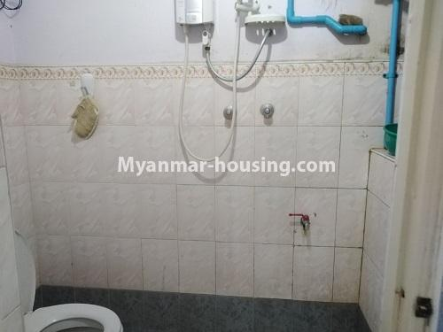 ミャンマー不動産 - 賃貸物件 - No.4886 - Yangon Downtown Furnished Condominium Room for Rent! - bathroom and toilet view