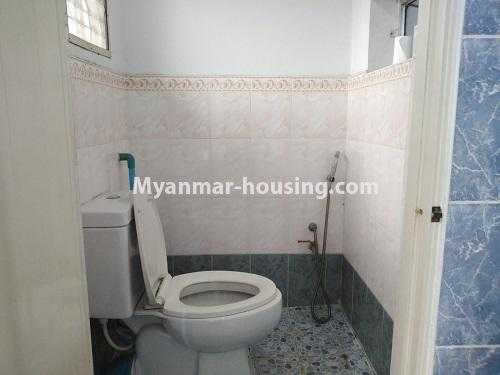 ミャンマー不動産 - 賃貸物件 - No.4886 - Yangon Downtown Furnished Condominium Room for Rent! - another toilet view