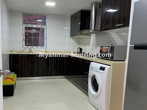 မြန်မာအိမ်ခြံမြေ - ငှားရန် property - No.4888 - Star City Condo တွင် အိပ်ခန်း လေးခန်း ပါသည့် နှစ်လွှာပေါင်းအခန်းကောင်းတစ်ခန်း ငှားရန်ရှိသည်။kitchen view