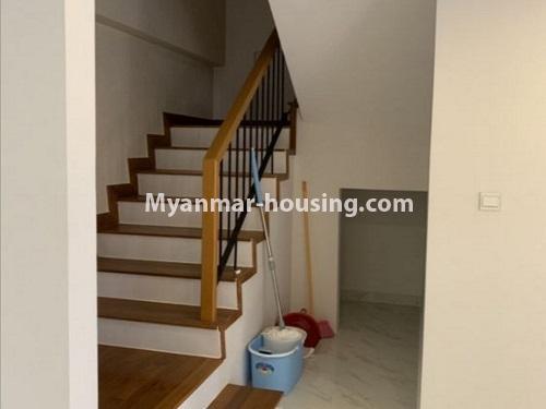 မြန်မာအိမ်ခြံမြေ - ငှားရန် property - No.4888 - Star City Condo တွင် အိပ်ခန်း လေးခန်း ပါသည့် နှစ်လွှာပေါင်းအခန်းကောင်းတစ်ခန်း ငှားရန်ရှိသည်။stairs veiw