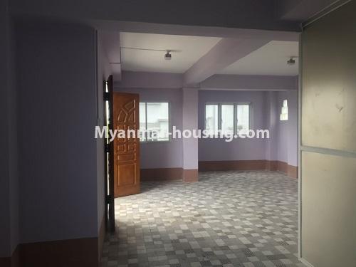 မြန်မာအိမ်ခြံမြေ - ငှားရန် property - No.4900 - လှိုင်မြို့နယ်တွင် အိပ်ခန်းတစ်ခန်းပါသော တိုက်ခန်းငှားရန်ရှိသည်။living room hall view