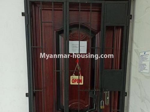 မြန်မာအိမ်ခြံမြေ - ငှားရန် property - No.4901 - ပွငျဆငျပွီး တိုကျသဈတဈခနျး တောငျဥက်ကလာတှငျ ငှားရနျရှိသညျ။main door view