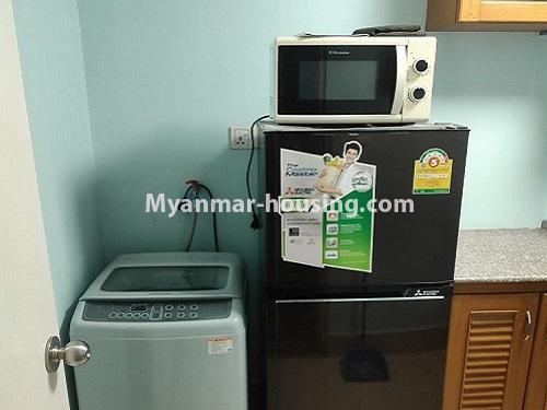 မြန်မာအိမ်ခြံမြေ - ငှားရန် property - No.4911 - သန်လျင် သီလဝါစက်မှုဇုံအနီး Star City Condo တွင် အိပ်ခန်း တစ်ခန်း ပါသည့် အခန်းကောင်း ငှားရန်ရှိသည်။refrigerator and washing machine view