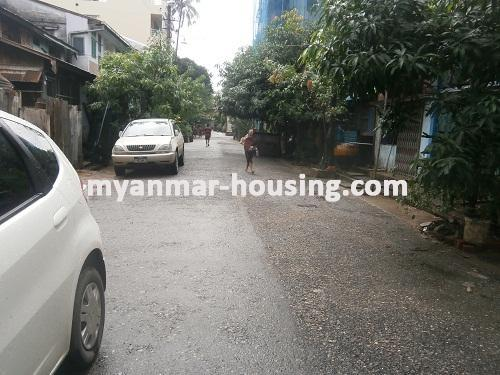 ミャンマー不動産 - 売り物件 - No.2810 - Apartment for sale in Kyeemyindaing. - View of the street.