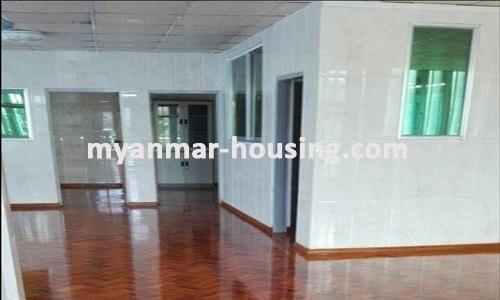 မြန်မာအိမ်ခြံမြေ - ရောင်းမည် property - No.3013 - F.M.I City တွင်လုံးချင်းအိမ် ရောင်းရန်ရှိသည်။  - View of the Living room