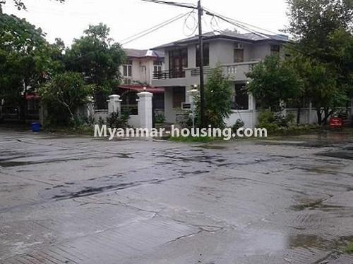 မြန်မာအိမ်ခြံမြေ - ရောင်းမည် property - No.3118 - FMI ထဲတွင် နေရာအချက်အချာကောင်းသည့် နေရာတွင် လုံးချင်းတစ်လုံး ရောင်းရန်ရှိသည်။ - house view from distance