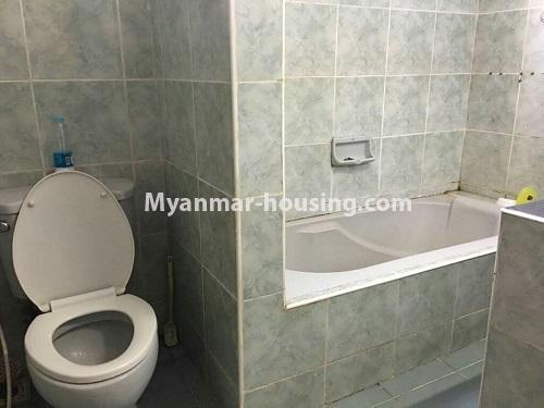 မြန်မာအိမ်ခြံမြေ - ရောင်းမည် property - No.3118 - FMI ထဲတွင် နေရာအချက်အချာကောင်းသည့် နေရာတွင် လုံးချင်းတစ်လုံး ရောင်းရန်ရှိသည်။ - bathroom and toilet